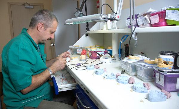 zubnoj-tekhnik-v-moskve